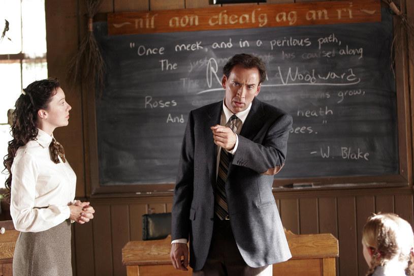"""Gdyby na osi czasu wskazać punkt, w którym Nicolas Cage stał się ikoną przeszarżowanego aktorstwa, byłaby to bez wątpienia premiera """"Kultu"""". To w nim laureat Oscara za """"Zostawić Las Vegas"""" ganiał w przebraniu niedźwiedzia, jego mimika żyła własnym życiem, a reakcja na pszczoły przeszła do historii kina. 1 września mija 15 lat od niesławnego dzieła Neila LaBute'a."""