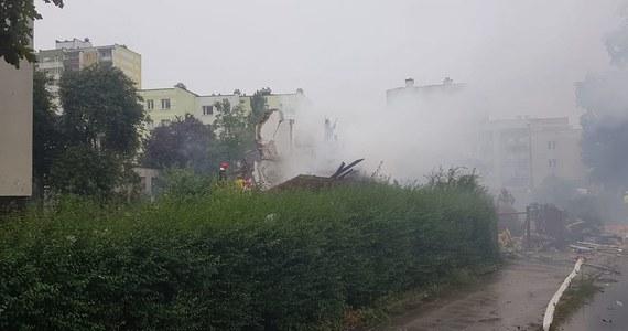 Do potężnej eksplozji doszło w domu jednorodzinnym przy ulicy Wybickiego w Toruniu. Budynek całkowicie się zawalił - przekazał reporterowi RMF FM rzecznik kujawsko-pomorskich strażaków Arkadiusz Piętak. Pożar został ugaszony, obecnie trwa rozbiórka obiektu. Na miejscu jest ciężki sprzęt. Na skutek wybuchu uszkodzone zostały co najmniej trzy inne budynki i kilka samochodów osobowych. Wciąż nie wiadomo, czy ktoś został poszkodowany.