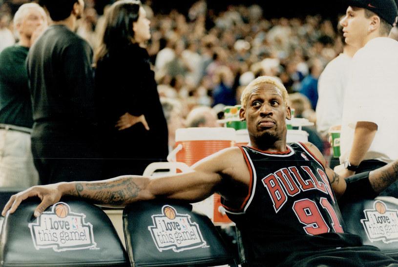 Dennis Rodman był jedną z najbarwniejszych postaci Chicago Bulls, choć z powodu swoich wybryków dla wielu był czarną owcą tej drużyny. Do historii przeszło wiele jego ekscesów, z których jeden, wyprawa do Las Vegas podczas finałów NBA w 1998 roku, zostanie teraz przypomniany w formie filmu.