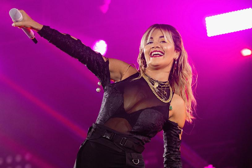 Rita Ora kolejny raz zachwyciła fanów swoimi zdjęciami. 30-letnia wokalistka opublikowała fotografie w bikini, a w komentarzach wysypały się komplementy.