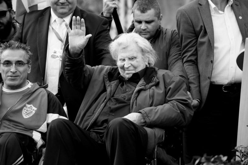 """W czwartek w wieku 96 lat zmarł grecki kompozytor Mikis Theodorakis - poinformowało ministerstwo kultury Grecji. Światową sławę przyniosło mu skomponowanie muzyki do filmu """"Grek Zorba"""" z 1964 r., w tym słynnego tańca sirtaki znanego również jako zorba."""