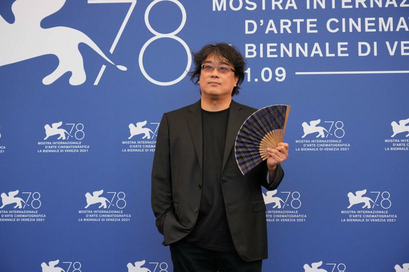 """1 września rozpoczęła się 78. edycja festiwalu filmowego w Wenecji. Przewodniczącym jury konkursu jest południowokoreański reżyser Joon-ho Bong, laureat Oscara, twórca głośnego """"Parasite"""". W czasie konferencji prasowej otwierającej festiwal Bong podzielił się swoimi przemyśleniami na temat przyszłości kina w obliczu trwającej pandemii COVID-19. Czy jego zdaniem przetrwa ono próbę?"""