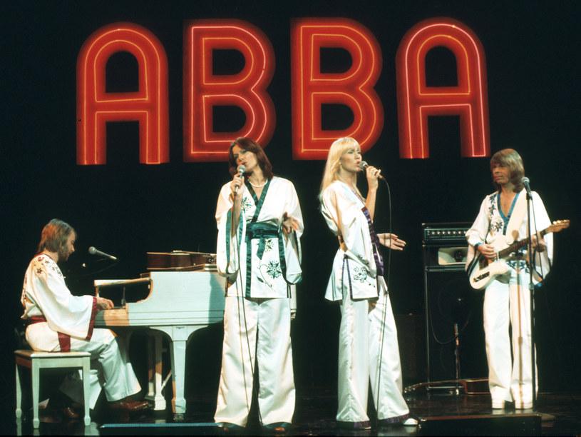 Legendarny szwedzki zespół muzyki pop ABBA zapowiedział na Twitterze swój pierwszy od 40 lat album. Grupa oświadczyła także, że planowane jest wirtualny show, koncert zorganizowany na specjalnie zaprojektowanej arenie w Queen Elizabeth Olympic Park w Londynie.