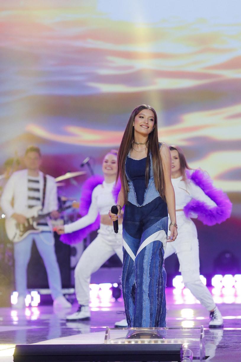 """Do sieci trafił najnowszy teledysk Viki Gabor - """"Moonlight"""". To pierwsza odsłona nowego etapu w karierze 14-latki, jednej z najpopularniejszych polskich wokalistek młodego pokolenia."""