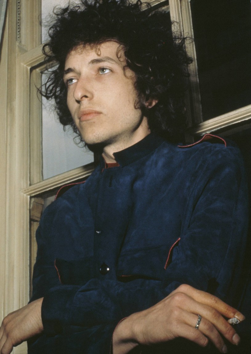 """W połowie sierpnia do sądu trafił pozew przeciwko Bobowi Dylanowi, w którym pojawiły się zarzuty o molestowanie seksualne. Muzyk miał się go dopuścić 50 lat temu, a jego ofiarą miała być 12-letnia dziewczynka, którą rzekomo uwiódł po odurzeniu jej narkotykami i alkoholem. Teraz """"Daily mail"""" cytuje fragmenty pamiętnika kobiety, z którą muzyk umawiał się na randki w latach 60., gdy ta miała 13 lat."""