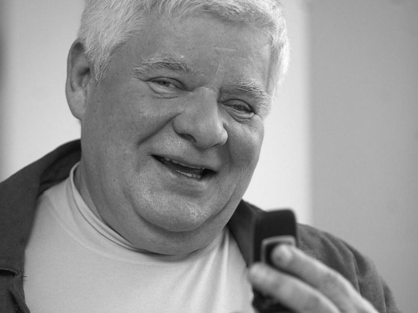 Nie żyje Tomasz Knapik. Jeden z najbardziej znanych i lubianych polskich lektorów filmowych, radiowych i telewizyjnych zmarł 6 września w Warszawie.