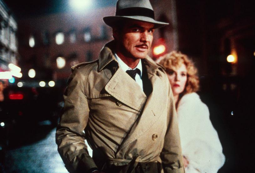 """Prawie 50 lat po słynnej nagiej sesji Burta Reynoldsa dla magazynu """"Cosmopolitan"""" jego biograf przyznał, że aktor uważał decyzję o udziale w tym projekcie za największy błąd, jaki popełnił w życiu. Sesja ta co prawda przysporzyła mu sławy, ale sprawiła także, że stał się obiektem kpin ze strony członków Akademii Filmowej i stracił szansę na Oscara."""