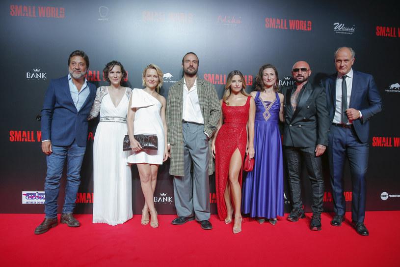 """Patryk Vega prezntuje widzom swój kolejny film. We wtorek wieczorem odbyła się uroczysta premiera """"Small World"""" z udziałem gwiazd."""