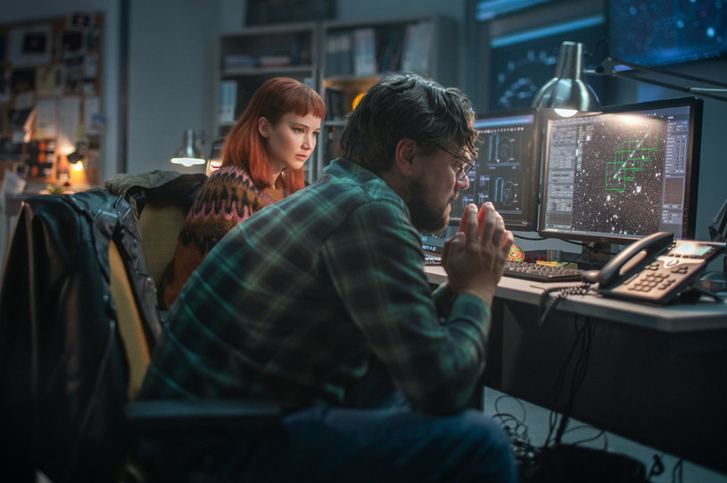"""Jennifer Lawrence i Leonardo DiCaprio spróbują ocalić Ziemię w filmie """"Nie patrz w górę"""". Premiera produkcji w wybranych kinach już 10 grudnia. Dwa tygodnie później film zaprezentuje Netflix."""
