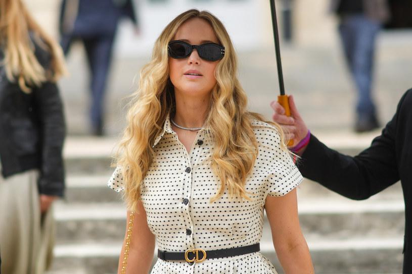 """Jennifer Lawrence i jej mąż Cooke Maroney zostaną rodzicami! Wiadomość o tym, że aktorka jest w ciąży jako pierwszy podał magazyn """"People"""", a potwierdził ją agent gwiazdy."""