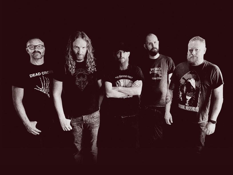 """""""Into The Maw Of Death"""" -  tak brzmieć będzie debiutancki album szwedzkiej deathmetalowej supergrupy Grand Cadaver."""