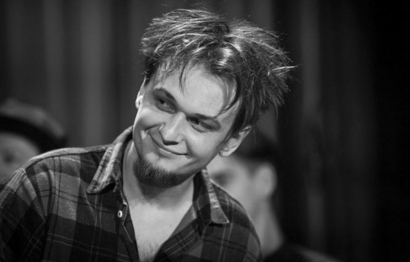 Bart Sosnowski zmarł w wieku 38 lat. W sieci pojawiło się bardzo dużo postów upamiętniających wokalistę i muzyka. Jak pożegnali go przyjaciele?