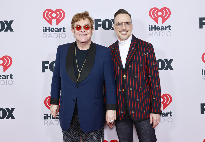 Choć Elton John i David Furnish bardzo dbają o prywatność swoich synów, często dzielą się informacjami o nich w mediach. Teraz na nowym zdjęciu Davida możemy zobaczyć, jak szybko rosną!