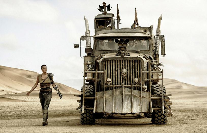 """Szykuje się nie lada gratka dla fanów filmu """"Mad Max: Na drodze gniewu"""". Pod koniec września w Australii zorganizowana zostanie aukcja, na której będzie można zakupić trzynaście pojazdów, które """"wystąpiły"""" w produkcji George'a Millera. Wśród nich będzie ciężarówka imperator Furiosy granej przez Charlize Theron."""