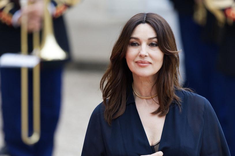 Monica Bellucci zniewala w stylizacji Dolce & Gabbana. Aktorka w Wenecji postawiła na kalsyczną czerń, jednak nie zabrakło drapieżnych akcentów. 56-letnia gwiazda kina kolejny raz pokazała, że jest w świetnej formie!