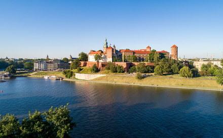 Zamek Królewski na Wawelu to jedno z najbardziej znaczących historycznie miejsc w naszym kraju, przez wieki pozostający siedzibą królów polskich. Następnie stał się jednym z najważniejszych muzeów w naszym kraju. W którym roku?