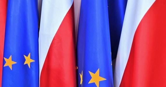 """Polska powinna być dalej członkiem Unii Europejskiej - takiego zdania jest ponad 88 proc. ankietowanych w sondażu United Surveys dla """"Dziennika Gazety Prawnej"""" i RMF FM. Niecałe 30 proc. uważa jednak, że nasze wyjście ze Wspólnoty to realny scenariusz."""