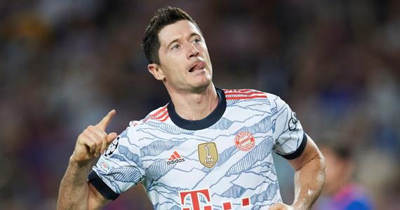 Robert Lewandowski zdobył dwie bramki, a jego Bayern Monachium pokonał na wyjeździe Barcelonę 3:0 w meczu 1. kolejki piłkarskiej Ligi Mistrzów. W drugim spotkaniu grupy E Dynamo Kijów, w składzie z Tomaszem Kędziorą, zremisowało u siebie z Benficą Lizbona 0:0.