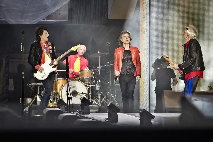 Dopiero pisaliśmy, że Charlie Watts spoczął w Devon (Wielka Brytania), gdzie na co dzień żył. Z racji ograniczeń w podróżowaniu, w jego pogrzebie nie mogli wziąć udziału koledzy z zespołu The Rolling Stones. Znaleźli jednak inny sposób, by uczcić zmarłego.