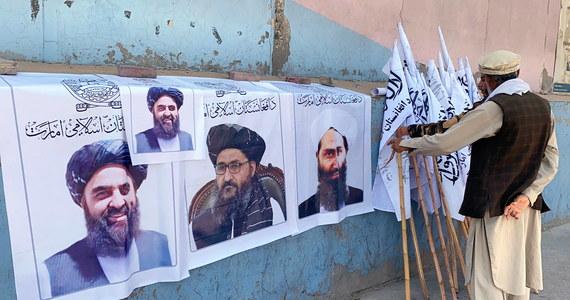 """Najwyższy przywódca talibów mułła Hajbatullah Ahundzadeh i wicepremier Afganistanu mułła Abdul Ghani Baradar nie pokazali się publicznie od miesiąca, nie opublikowano również ich aktualnych nagrań wideo. Pojawiły się pogłoski, że nie żyją – doniósł brytyjski dziennik """"The Guardian""""."""