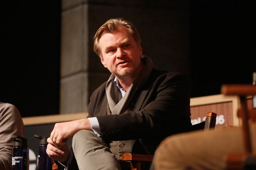 Potwierdziły się krążące od kilku tygodni plotki o tym, że Christopher Nolan kończy trwającą od 19 lat współpracę z Warner Bros., a swój kolejny film nakręci dla studia Universal.