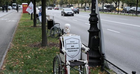 """""""Możliwa jest każda forma naszego strajku"""" - zapowiadają przedstawiciele zarządu Komitetu Protestacyjnego Pracowników Ochrony Zdrowia. Początek strajków to kwestia najbliższych tygodni - informuje dziennikarz RMF FM Michał Dobrołowicz."""