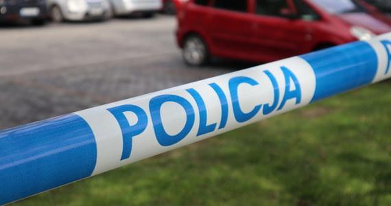 W miejscowości Psary, na polu przy drodze, znaleziono zwłoki. Jak się okazało, to 37-letni mieszkaniec pobliskiego Drobina, którego rodzina zgłosiła nad ranem zaginięcie. Okoliczności i przyczyny śmierci mężczyzny są wyjaśniane.