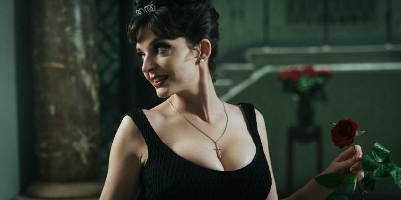 """Maria Dębska do roli Kaliny Jędrusik, zwanej polską Marilyn Monroe, przygotowywała się półtora roku. Efekt? Pierwsi widzowie i recenzenci nie mają wątpliwości - zachwycający! Dziś prezentujemy zwiastun filmu """"Bo we mnie jest seks""""."""
