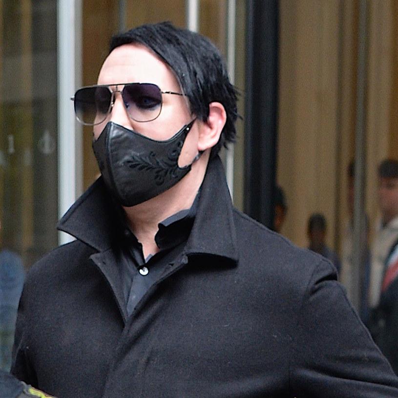 Od kilku miesięcy pojawiają się kolejne oskarżenia kierowane w stronę Marilyna Mansona. Kilka kobiet twierdzi, że muzyk wykorzystywał je seksualnie i stosował przemoc fizyczną. Sąd podjął decyzję w sprawie jednego z pozwów.