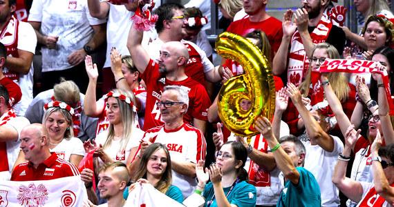 Kibice siatkówki, szykujcie się! Poznaliśmy terminarz rozgrywek półfinałowych Mistrzostwach Europy Mężczyzn 2021. W sobotę o finał Polska zmierzy się ze Słowenią, a Włochy z Serbią. Reprezentacja Polski we wtorek w świetnym stylu pokonała Rosję 3:0 i awansowała do półfinału mistrzostw Europy.