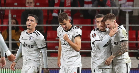 Legia Warszawa jest liderem grupy C po pierwszej kolejce piłkarskiej Ligi Europy. Mistrz Polski pokonał w środę na wyjeździe Spartaka Moskwa 1:0, natomiast czwartkowe spotkanie Leicester City i Napoli w Anglii zakończyło się remisem 2:2.