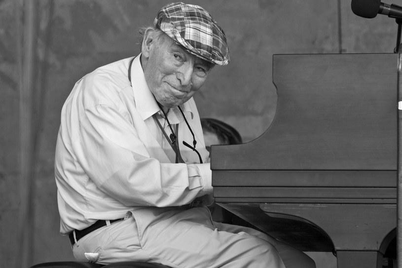 George Wein, współtwórca Newport Folk Festival i założyciel słynnego Festiwalu Jazzowego w Nowym Orleanie, zmarł w wieku 95 lat. Nazywa się go pionierem festiwali, bo on jako pierwszy utworzył muzyczne wydarzenia na większą skalę. Dzięki niemu koncerty na świeżym powietrzu stały się tak ważne, jak sale koncertowe i kluby nocne.