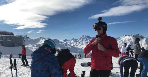 Przed sądem w Wiedniu rusza dziś pierwszy proces cywilny w sprawie Ischgl, narciarskiego kurortu, który w marcu 2020 roku stał się głównym ogniskiem epidemii koronawirusa w Europie. Tysiące narciarzy z 45 krajów twierdzą, że to tam zakazili się wirusem.