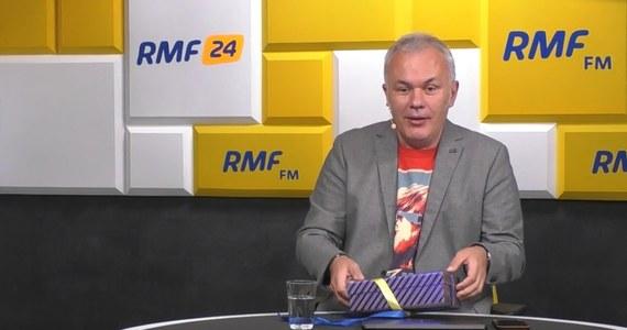 Takiego zakończenia Porannej rozmowy w RMF FM jeszcze nie było! Redakcja RMF FM zaskoczyła samego Roberta Mazurka. Koleżanki i koledzy wręczyli prowadzącemu prezent z okazji 50. urodzin. Co to było? Zobaczcie!