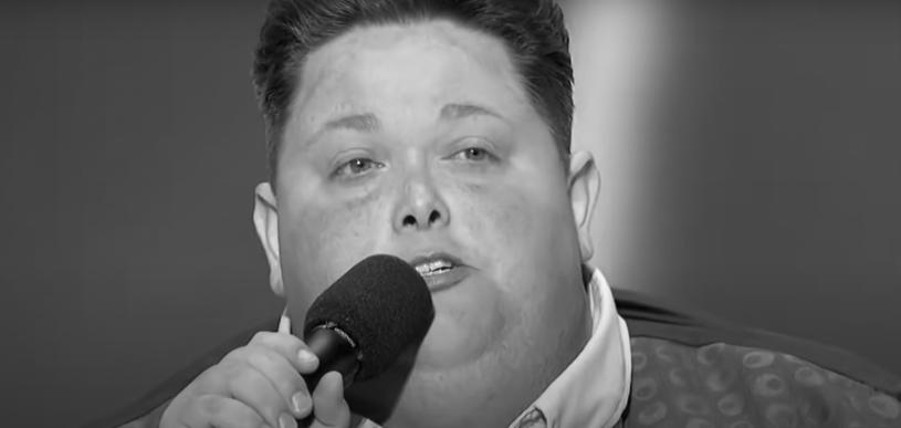 """Zmarł uczestnik amerykańskiej wersji """"X Factor"""". Informację potwierdziła żona wokalisty. Freddie Combs oczarował wszystkich swoim głosem oraz historią o swoim stanie zdrowia."""