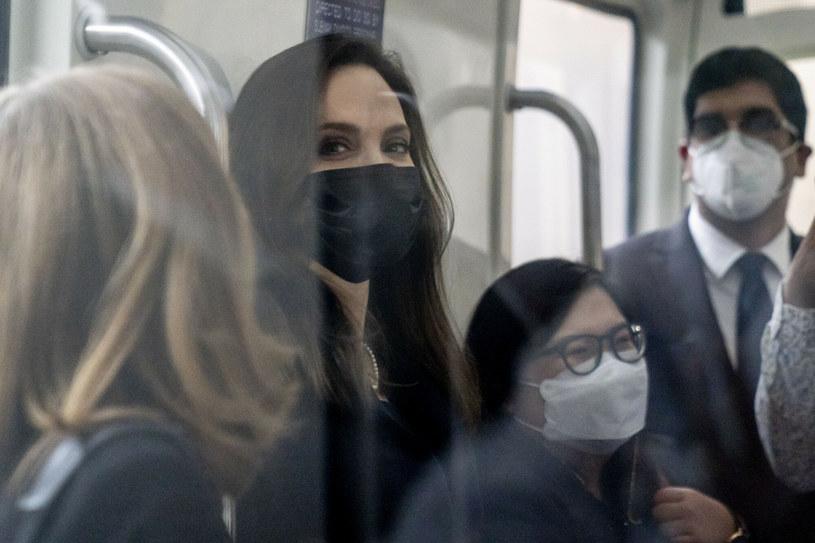 Aktorka i filantropka spotkała się z gimnastyczkami, które złożyły zeznania na temat rażących błędów popełnionych przez FBI podczas śledztwa w sprawie Larry'ego Nassara, który w przeszłości był lekarzem amerykańskiej federacji gimnastycznej. Mężczyzna został skazany za molestowanie nieletnich zawodniczek. Jolie odbyła też rozmowę z senatorami, domagając się nowelizacji ustawy o przeciwdziałaniu przemocy wobec kobiet.