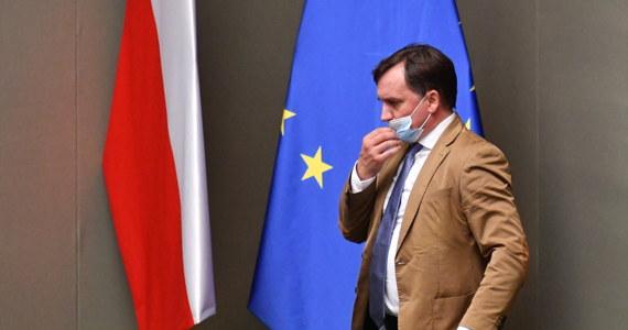 """""""Unia Europejska, która miała być miejscem dialogu, staje się miejscem używania brutalnego szantażu i siły mierzonej dzisiaj siłą ekonomiczną"""" - powiedział lider Solidarnej Polski, minister sprawiedliwości i prokurator generalny Zbigniew Ziobro."""