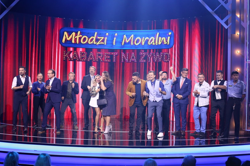 """W niedzielę, 19 września, o godzinie 20:05 zapraszamy na drugi odcinek show """"Kabaret na żywo. Młodzi i Moralni""""! Tym razem gościem specjalnym jest Kabaret Smile."""