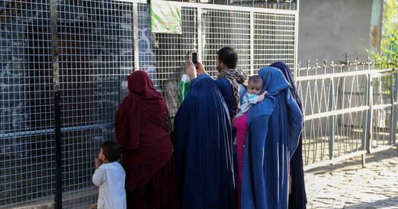 Talibowie zamknęli afgańskie ministerstwo ds. kobiet i zastąpili je resortem promowania cnót i zapobiegania występkom - piszą agencje Reuters i AFP, powołując się na świadków.