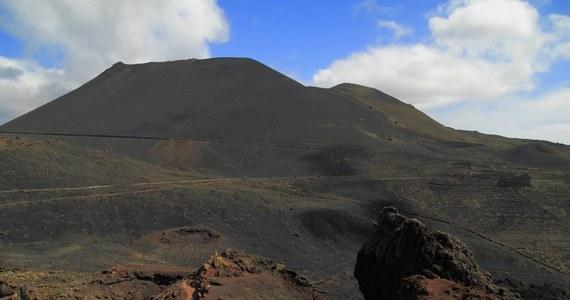 Blisko 21 tys. wstrząsów sejsmicznych odnotowano od 10 września na wyspie La Palma w archipelagu Wysp Kanaryjskich - poinformowało radio Cope, powołując się na ekspertów Instytutu Wulkanologicznego (Involcan). Władze La Palmy ogłosiły żółty alarm (drugi w 4-stopniowej skali) i wezwały ludność do zachowania spokoju. Nie wyklucza się wybuchu wulkanu Teneguia w strefie Cumbre Vieja na południowym zachodzie wyspy.