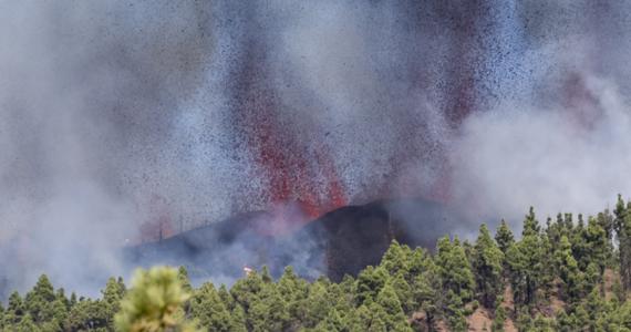 Na wyspie La Palma w archipelagu Wysp Kanaryjskich wybuchł wulkan Teneguia. Nie jest to niespodzianką, bo poprzedziło to blisko 21 tysięcy wstrząsów sejsmicznych. Wulkan Teneguia, który leży w strefie Cumbre Vieja, ostatni raz wybuchł 50 lat temu.