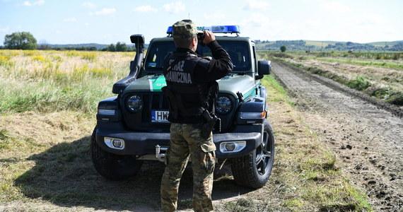 W rejonie przygranicznym z Białorusią znaleziono zwłoki trzech osób. To, jak informuje rzeczniczka straży granicznej ppor. Anna Michalska, najprawdopodobniej nielegalni imigranci. Tuż po drugiej stronie granicy, już na Białorusi, znaleziono ciał kobiety. Z kolei przy granicy z Litwą znaleziono grupę trzech Irakijczyków. Jeden z nich nie żył. Wszystko wskazuje na to, że zmarł z wychłodzenia.