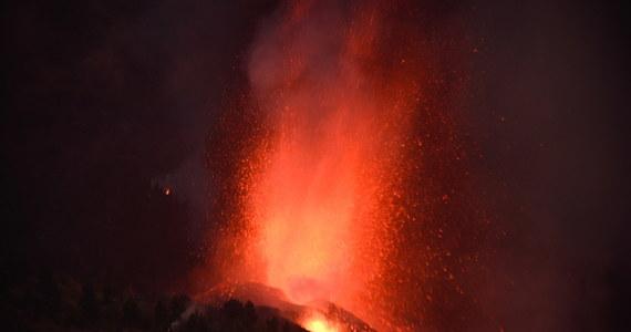 Około 5 tysięcy osób, w tym 500 turystów, ewakuowano do tej pory z gmin zagrożonych wybuchem wulkanu Teneguia na wyspie La Palma, należącej do archipelagu Wysp Kanaryjskich - poinformowała w nocy miejscowa policja.