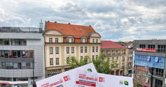 Do 10 października można zagłosować w IX edycji Olsztyńskiego Budżetu Obywatelskiego na 2022 rok. Mieszkańcy mają do wyboru 21 przedsięwzięć miejskich i 75 osiedlowych, na które przeznaczono łącznie ponad 6,5 mln złotych.