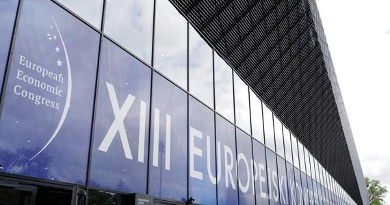 Ponad 7 tys. uczestników zgłosiło swój udział w rozpoczętej w Katowicach 13. edycji Europejskiego Kongresu Gospodarczego. Przeszło dwie trzecie z nich osobiście odwiedzi katowickie centrum kongresowe, pozostali będą uczestniczyć w debatach online.