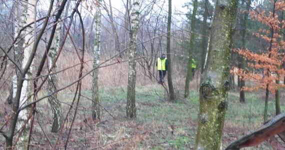 Szczęśliwie zakończyły się poszukiwania 73-letniego mężczyzny, który wszedł na grzyby i stracił orientację w terenie. Na szczęście miał przy sobie naładowany telefon komórkowy. O pomoc poprosił policjantów.