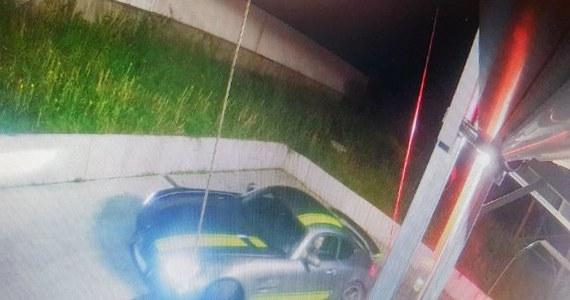 W Czechach zatrzymano pochodzącego z Rosji złodzieja, który na Śląsku ukradł samochód za ponad milion złotych. W pościgu brali udział śląscy i czescy policjanci.