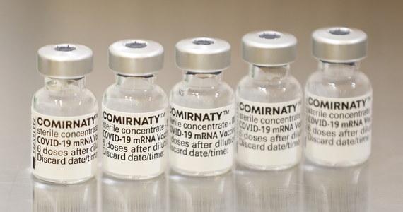 Ministerstwo Zdrowia informuje o 711 nowych przypadkach zakażenia koronawirusem. Ostatniej doby zmarło 15 chorych na Covid-19. Bilans epidemii koronawirusa w Polsce to 2 899 008 zakażonych. Nie żyje 75 503 spośród nich.