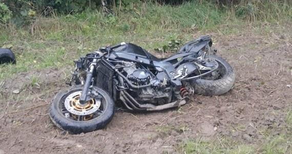 Policja wyjaśnia okoliczności wypadku, w którym 33-letni motocyklista potrącił pieszego. Do wypadku doszło rano w miejscowości Polskowola na Lubelszczyźnie. 52-letni pieszy zginął na miejscu.