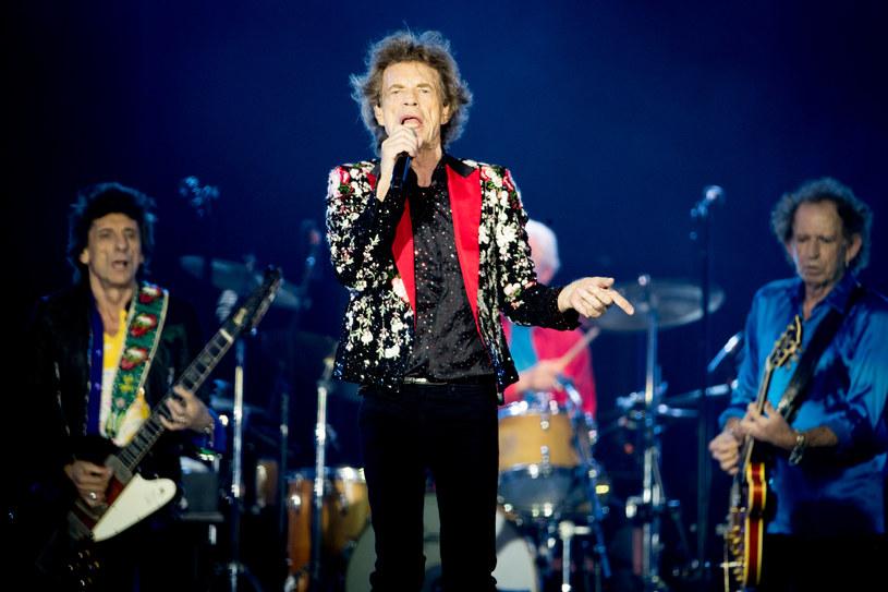 """A gdyby tak przenieść się do 1979 roku i posłuchać tamtejszego brzmienia Stonesów? Panowie przejrzeli archiwa i sięgnęli po paryską sesję nagraniową do albumu """"Emotional Rescue"""". Z tej okazji kilka dni temu wypuścili niepublikowany wcześniej singel """"Troubles A' Comin"""". Pojawi się on na nadchodzącej reedycji """"Tattoo You"""". W #72 Pełni Bluesa powiemy też o nowej płycie Joanne Shaw Taylor."""